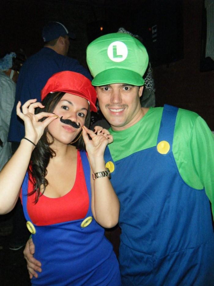 Mario-and-luigi-halloween-costumes-for-couples