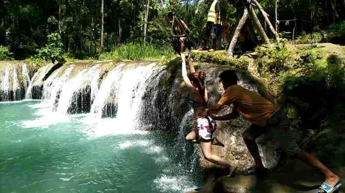 Cambugahay Falls Jump2