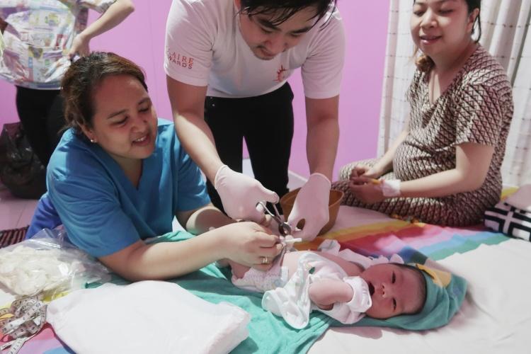 Perjuangan ibu melahirkan normal di rumah selama 33 jam tanpa anestesi